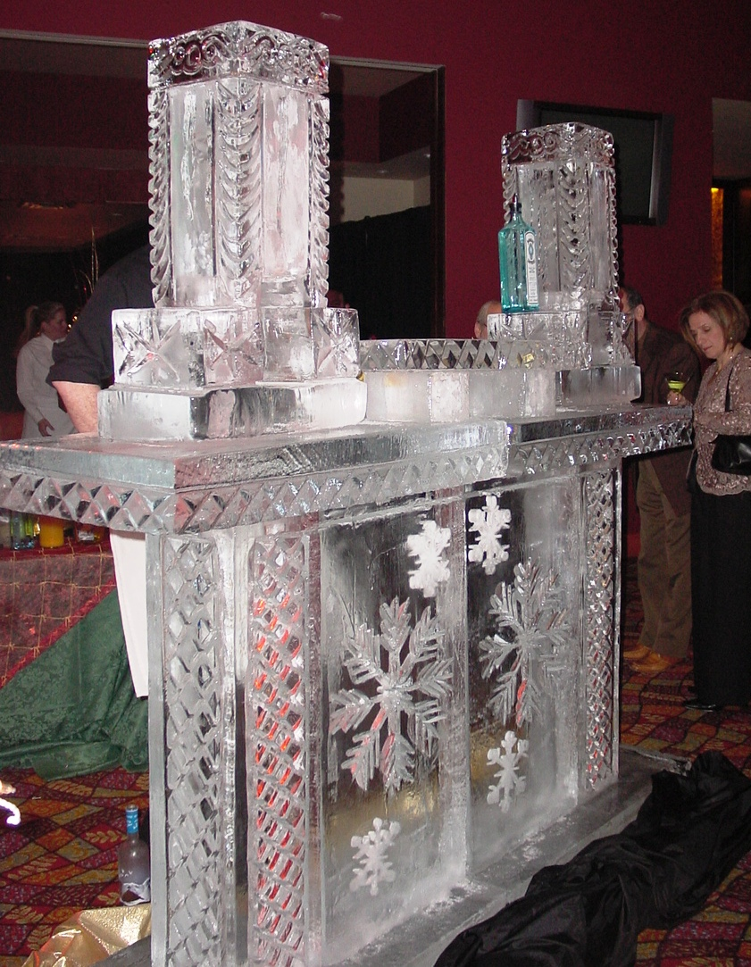 6 FOOTER ICE BAR WITH 2 ICE LUGES